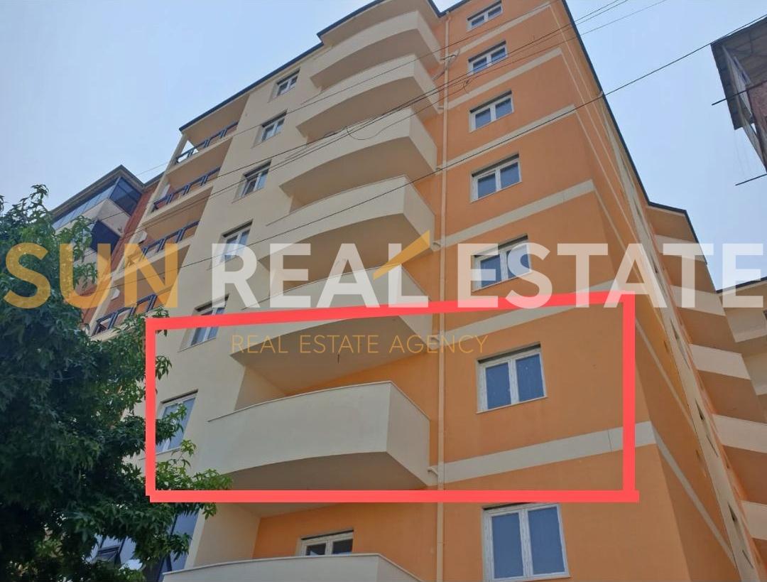 Apartament 1+1 p�r shitje tek Ura e Thive.