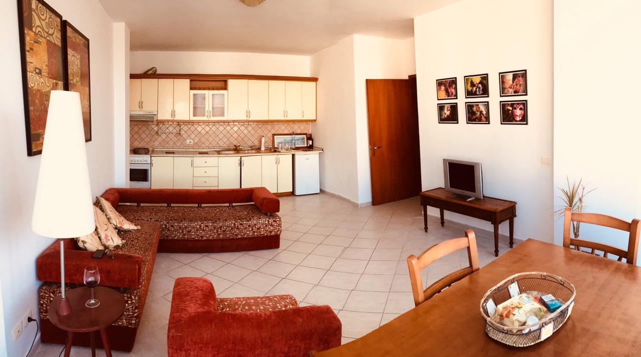 Apartament 2+1 jepet me qera ditore ose javore