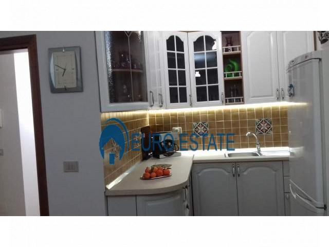 Tirane, jap me qera apartament 2+1+A+BLK Kati 3, 100 m 370 Euro (Brryli)