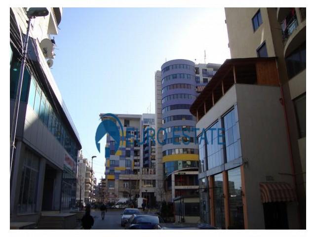 Tirane, jap me qera dyqan Kati 1, 30 m 500 Euro (Rruga e Kavajs)