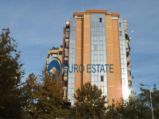 Tirane, jap me qera ambjent biznesi 31 m� 350 Euro (Kullat binjake)