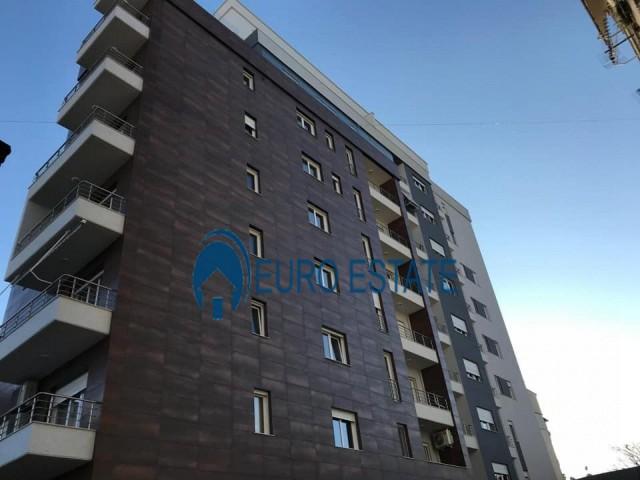 Tirane, shes apartament 1+1+A+BLK Kati 4, 82 m 109.000 Euro (Pazari I ri)