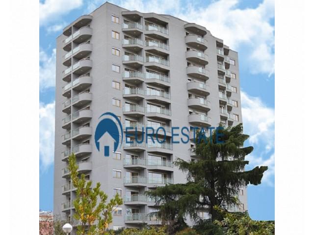 Tirane, shes apartament 3+1+A+BLK Kati 8, 141 m� 350.000 Euro (Blloku)