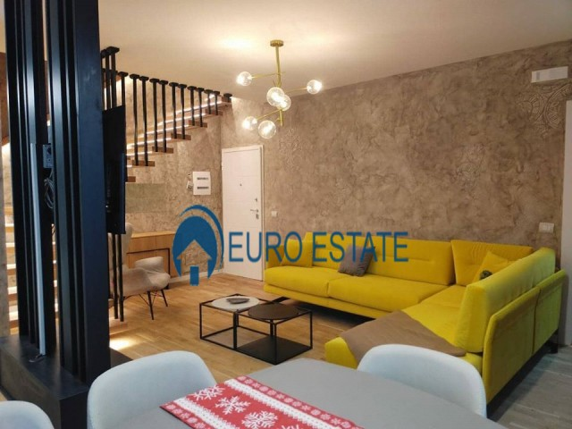 Tirane,shes Duplex luksoz Kati 8-9,Sip 140 m, 170.000 Euro