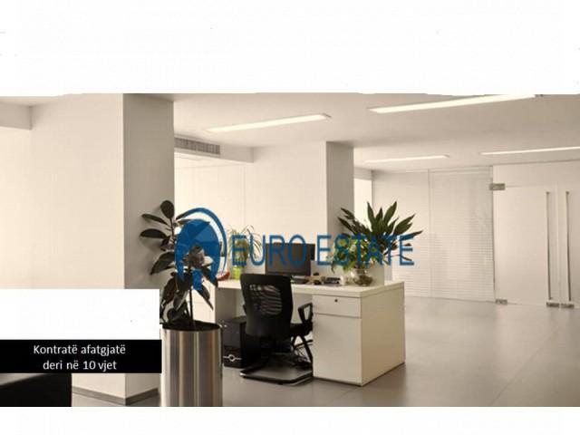 Tirane, shes ambjent biznesi Kati 2, 432 m 800.000 Euro (Laprake)