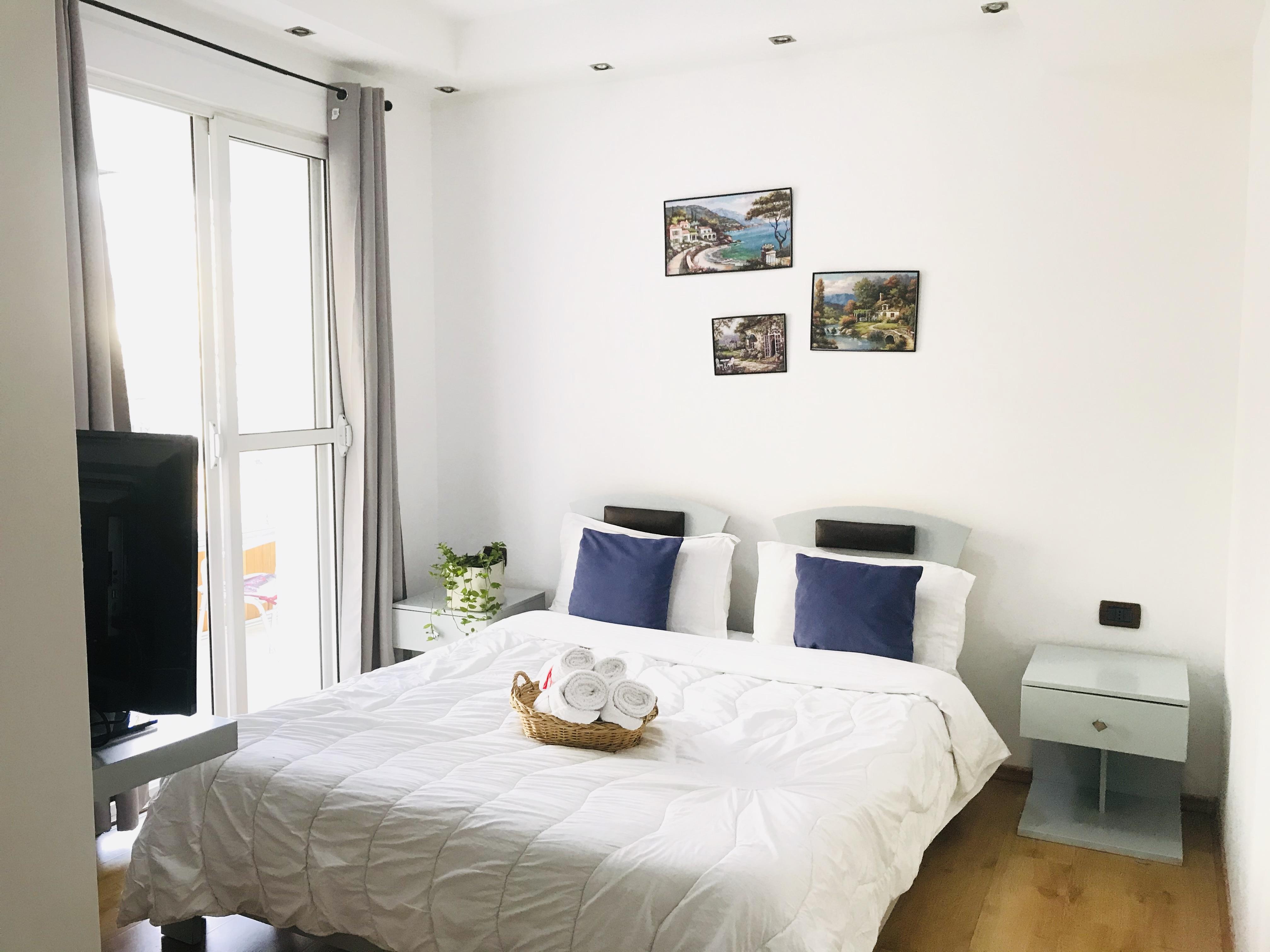 Dhoma me qira ditore prane qendres, Tirane