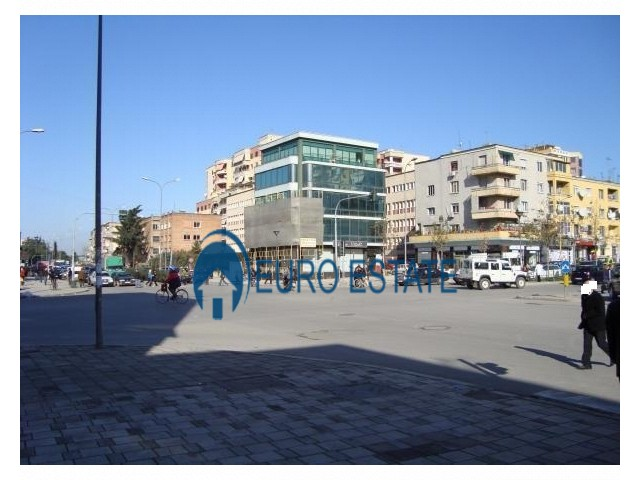 Tirane, jap me qera ambjent biznesi Kati 2, 160 m 850 Euro (21 dhjetori)