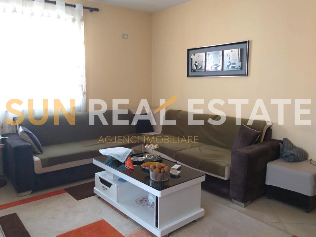 Apartament 2+1 p�r shitje n� rrugen ''Bujar Bishanaku