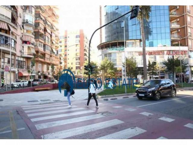 Tirane, jap me qera ambjent biznesi Kati 0, 350 m 1.700 Euro (Selvia)