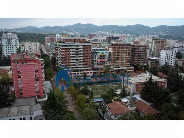 Tirane, shes ambjent biznesi Kati 3, 300 m 900.000 Euro (Blloku)