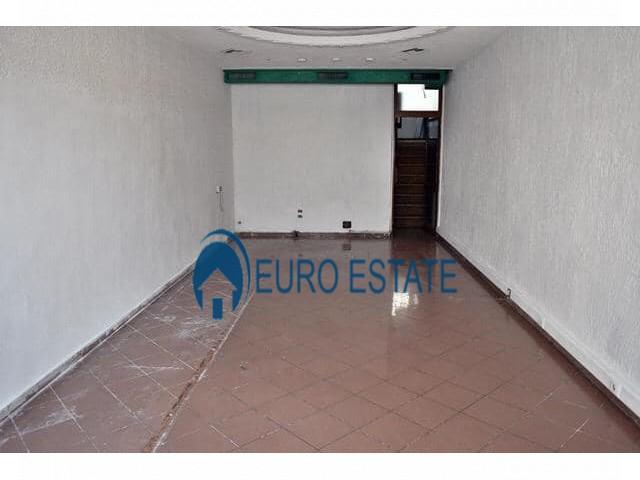 Tirane, jap me qera ambjent biznesi Kati 1, 90 m 1.300 Euro (Qender)