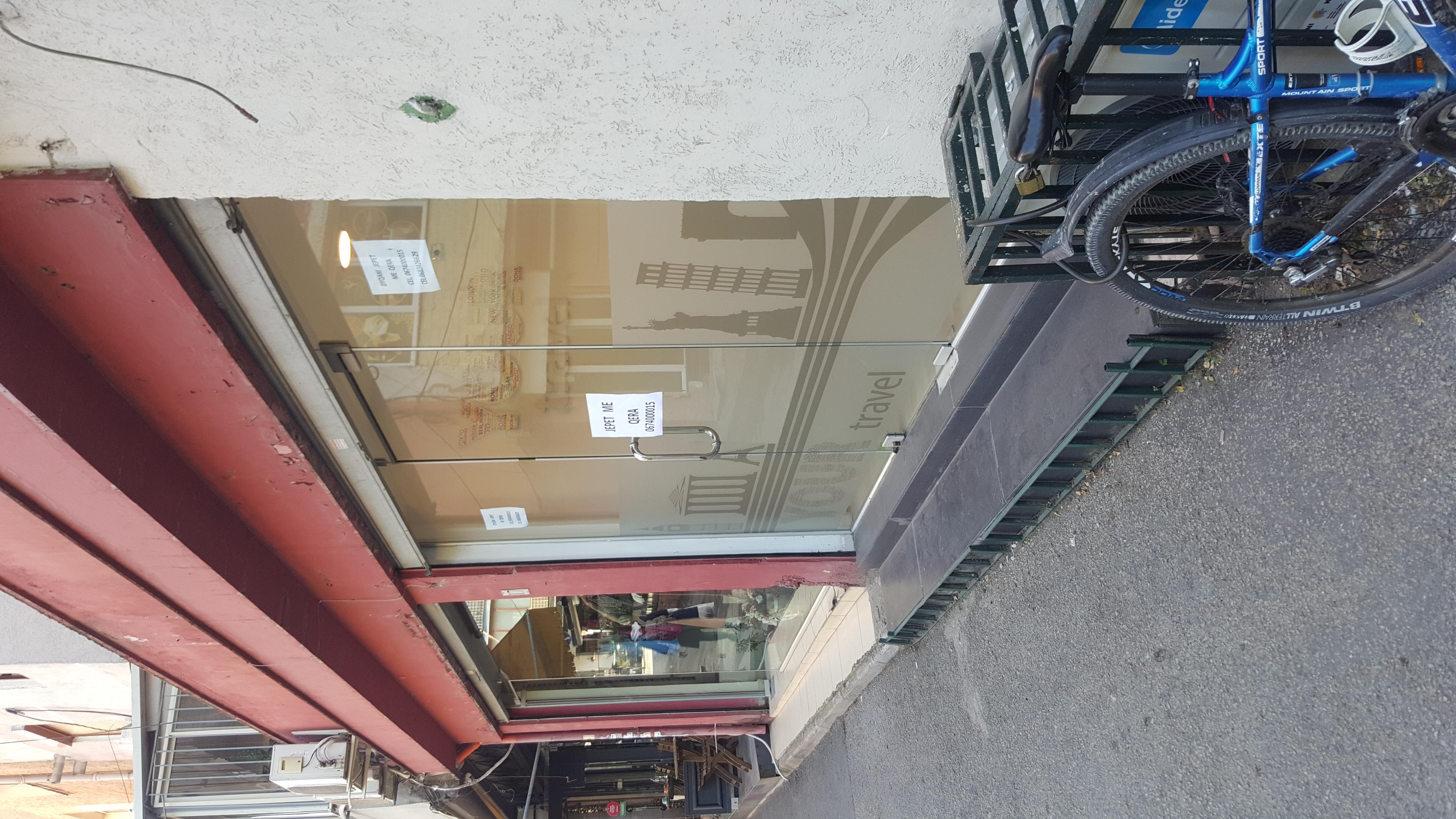Dyqan me qera ne zonen e Bllokut