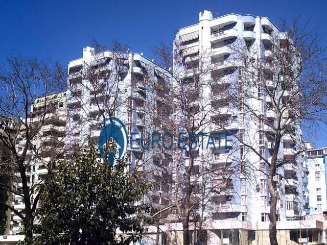 Tirane, shes ambjent biznesi Kati 2, 80 m 82.000 Euro (Ish Ekspozita)