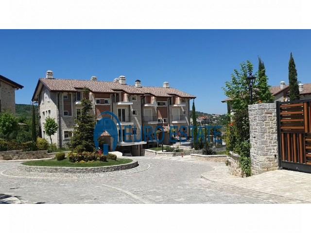 Tirane, jap me qera apartament 2+1+A+BLK 125 m 1.250 Euro (Secret Garden)