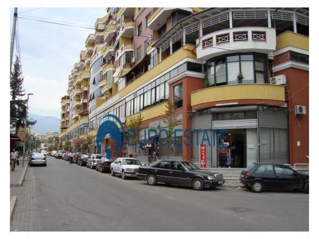 Tirane, shes ambjent biznesi Kati 1, 65 m 140.000 Euro (21 dhjetori)