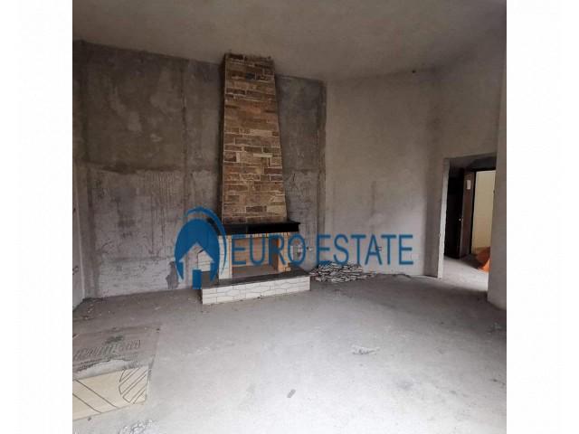 Tirane, shes apartament 2+1+A+BLK Kati 5, 190 m 150.000 Euro (Liqeni i Thate)