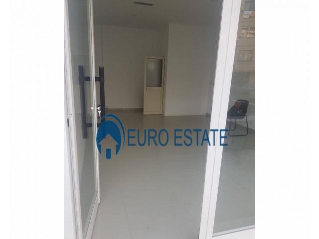 Tirane, jap me qera ambjent biznesi Kati 1, 30 m 220 Euro (Vasil Shanto)