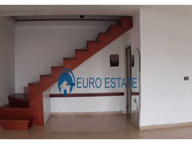 Tirane, jap me qera ambjent biznesi Kati 1, 29 m 330 Euro (Ish Parku)
