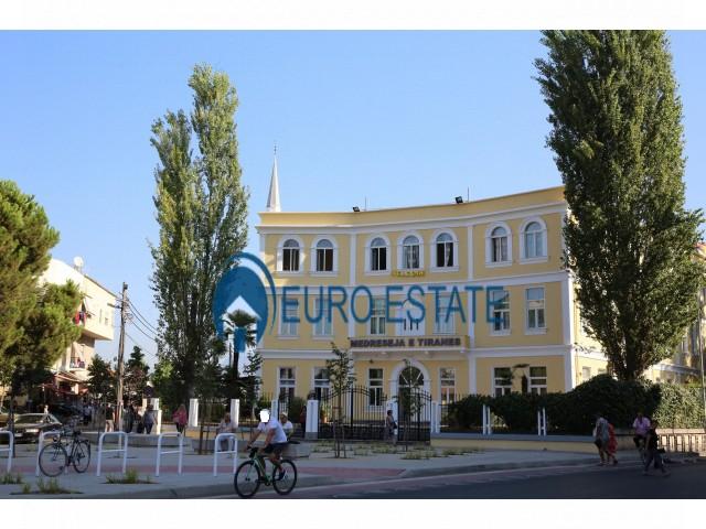 Tirane, shes ambjent biznesi Kati 1, 22 m 120.000 Euro (Medreseja)