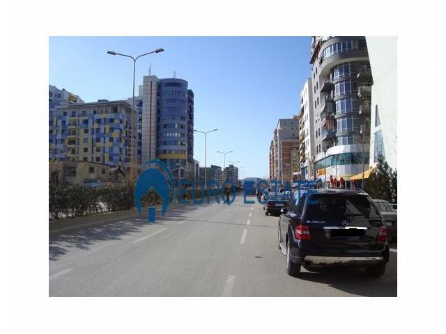 Tirane, shes ambjent biznesi Kati 2, 69 m 72.000 Euro (Rruga e Kavajs)