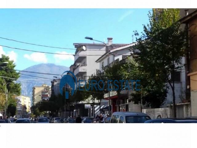 Tirane, shes ambjent biznesi Kati 0, 55 m 121.000 Euro (Bulevardi Zogu I)