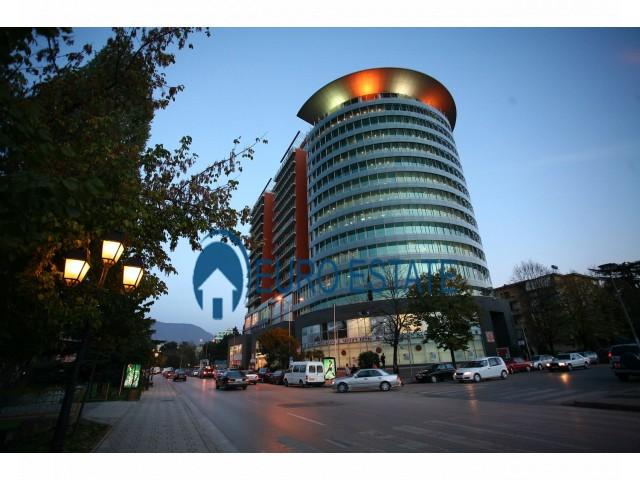 Tirane, jap me qera ambjent biznesi Kati 9, 126 m 2.700 Euro (ETC)