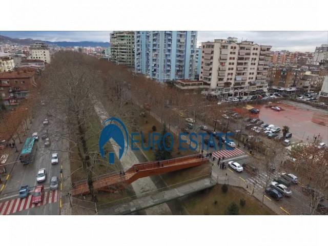 Tirane, jap me qera ambjent biznesi Kati 2, 97 m 370 Euro (Bulevardi Gjergj Fishta)