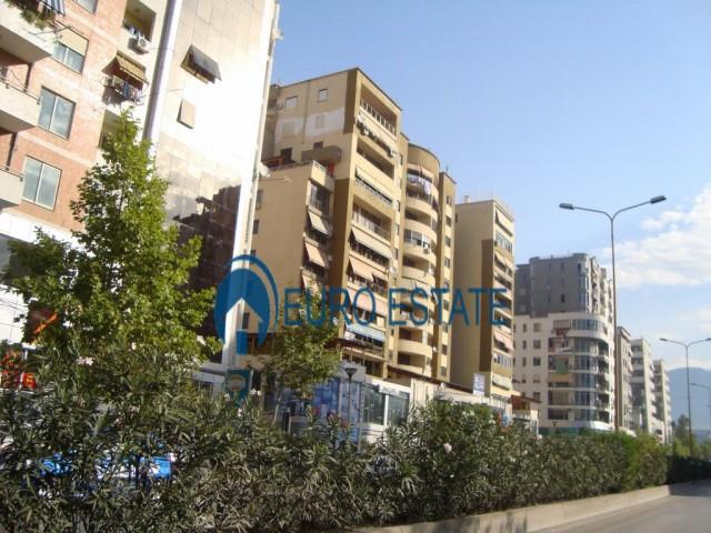 Tirane, shes ambjent biznesi 54 m 74.000 Euro (Rruga e Kavajes)