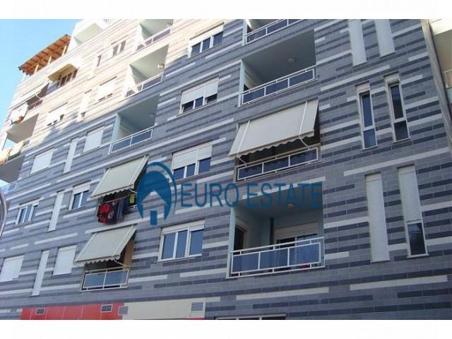Tirane, shes apartament 1+1+A+BLK Kati 7, 83 m 74.000 Euro (Porcelan)