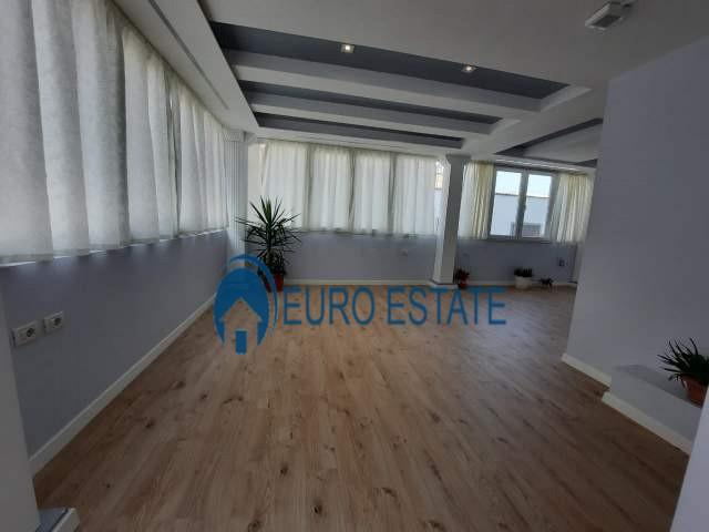 Tirane, jap me qera ambjent biznesi Kati 2, 200 m 1.200 Euro (Vasil Shanto)