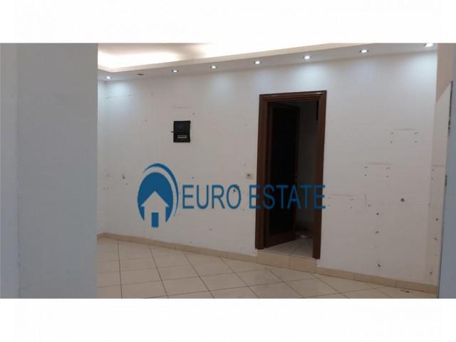 Tirane, jap me qera ambjent biznesi Kati 1, 86 m 820 Euro (Rruga Bardhyl)