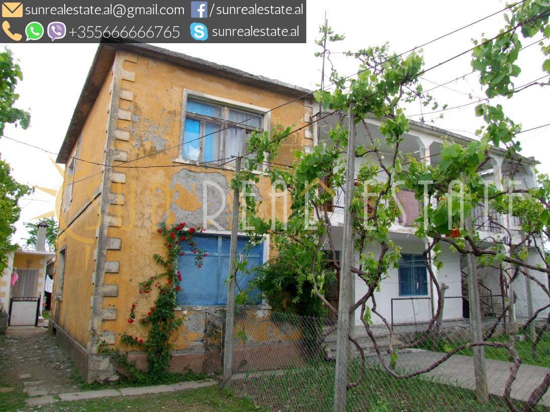 Dy shtepi private + dyqan ne shitje