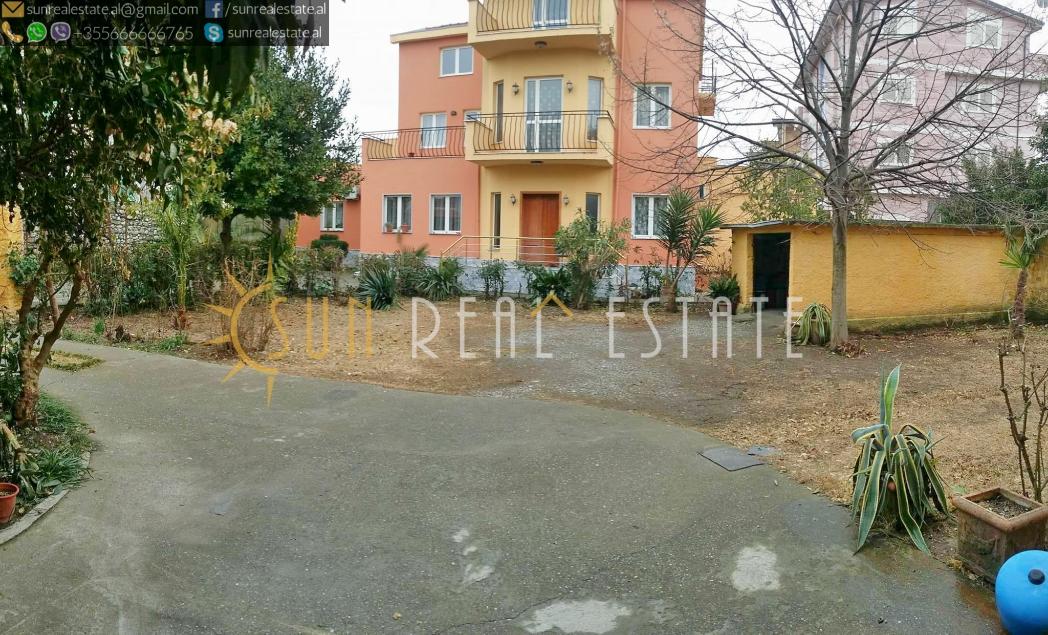 Shtëpi private 2-katëshe në shitje