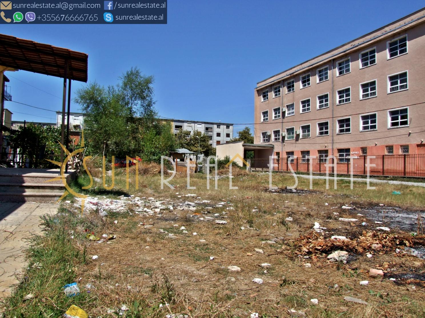 Tokë për shitje pranë shkollës së ndërtimit