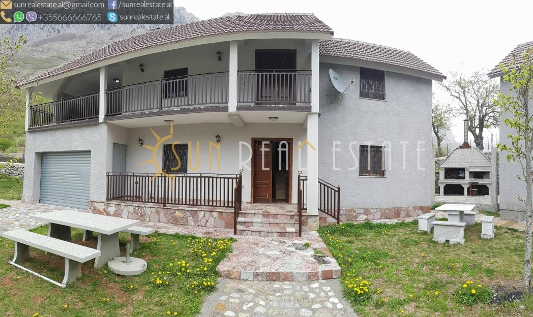 Shtëpi private në shitje në Bogë