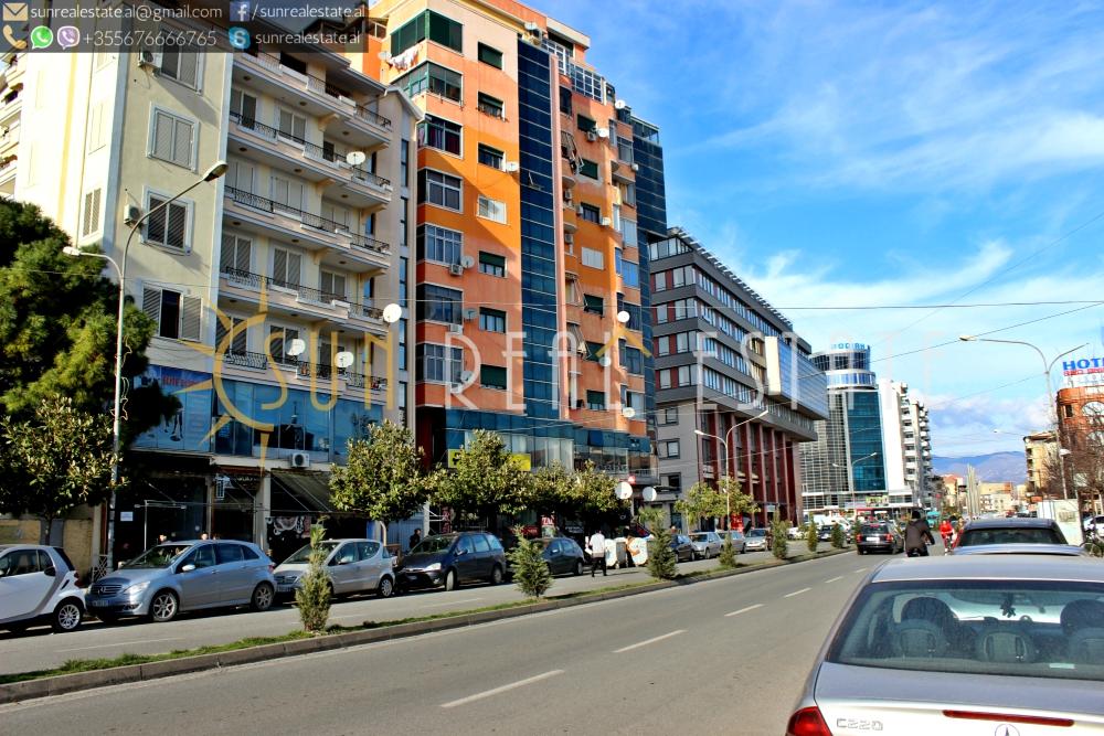 Dyqan me qira në qendër të Shkodrës