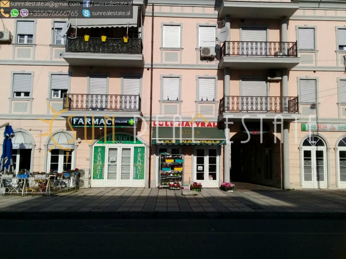 Ambient/dyqan me qira në Sarreq