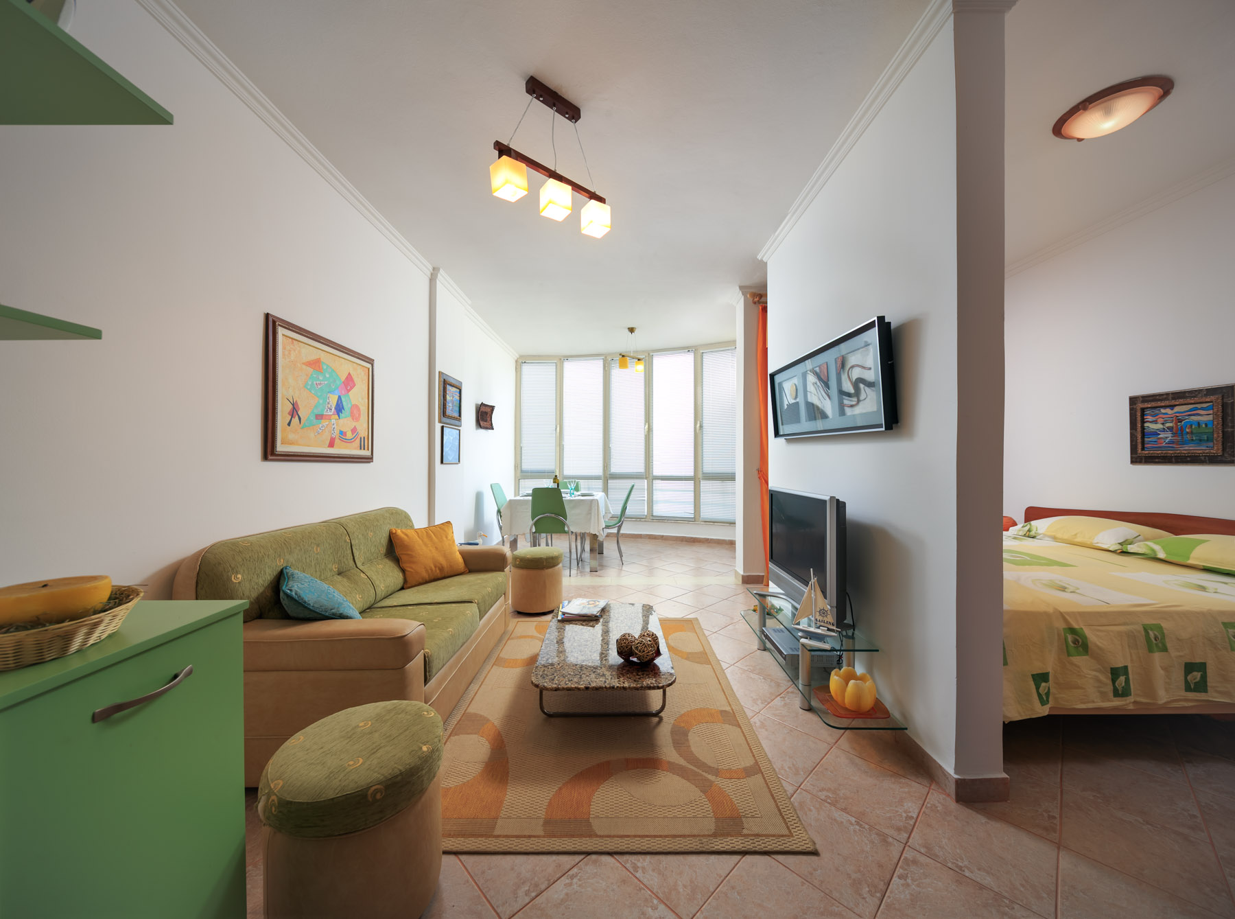 Apartament ne shitje, Okazion Ideal per Pushim,Perfshihet ne cmim arredim mobilim modern ,garazhdi si dhe disponohet dokumentacion i rregull, Cmimi 26700 € (Okazion)