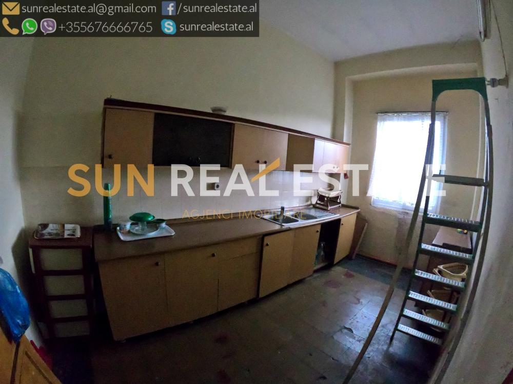 Apartament 4+1 me qira n qendr t Shkodrs