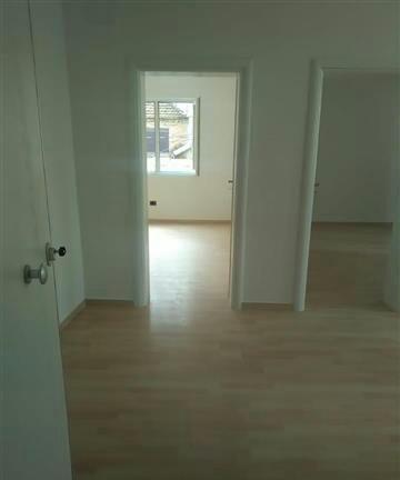 Shiten 3 Apartamente Super gjendje , cilesi siguri, disponohet dokumentacioni i rregullt Nxito bej enderren realitet mund te jete rasti yt Super cmim 550 Euro m2