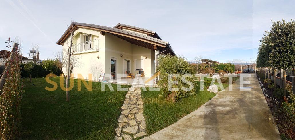 Shtëpi private 4+1 në shitje në Shirq