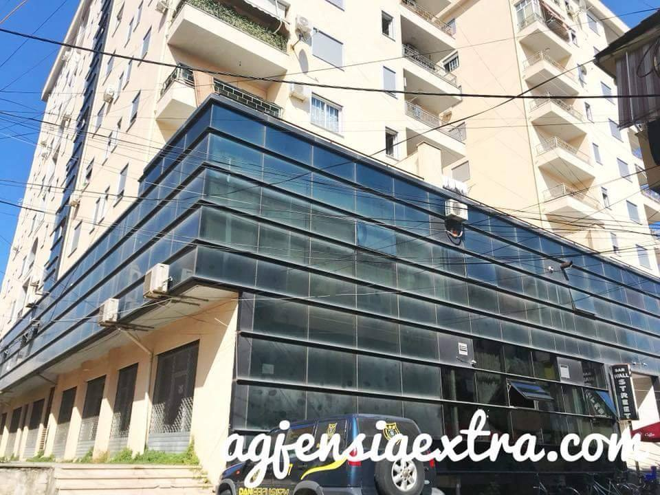 Shitet objekt biznesi e ndodhur ne qender kati 2 prane Albtelecom ne Shkoder.