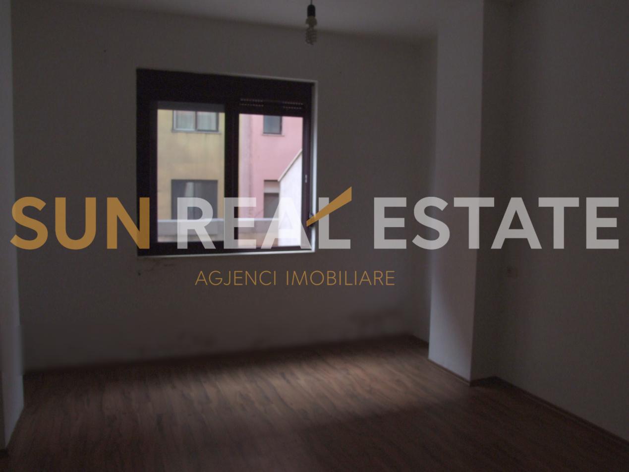 Apartament 2+1 me qira pas Rektoratit