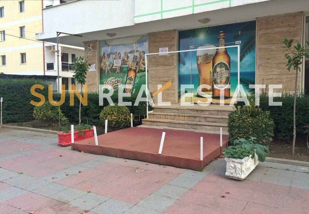 Dyqan me qira n� Velipoj�.
