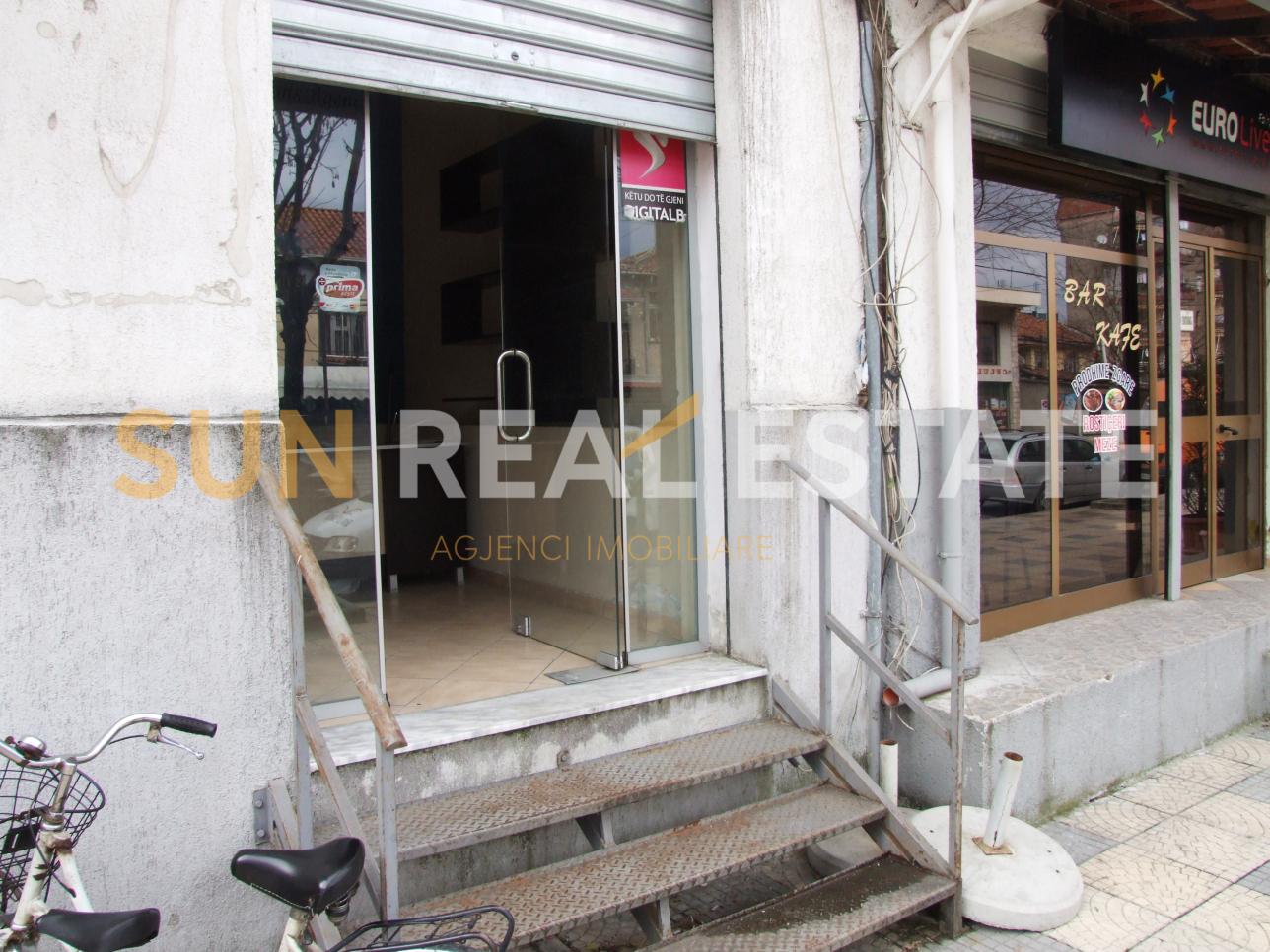 Dyqan pr shitje te Ura Dervishbeg