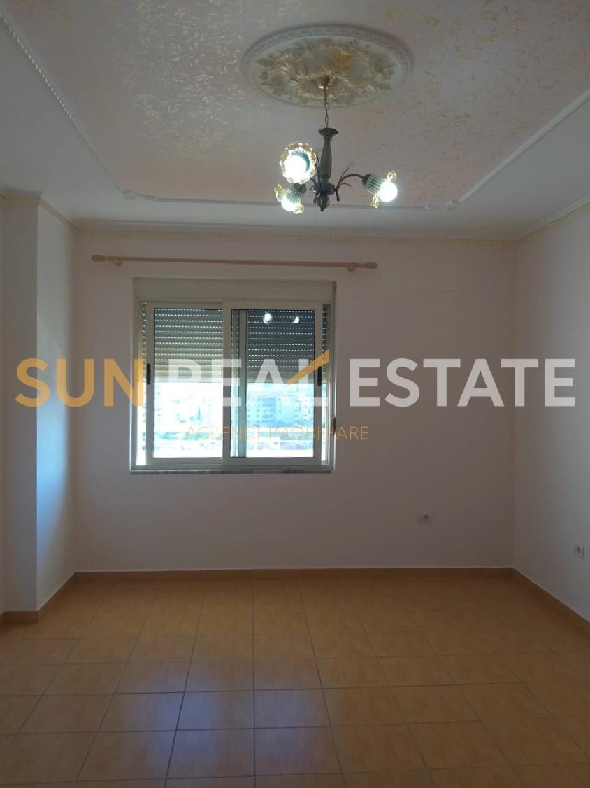 Apartament 2+1 p�r shitje tek Rotondoja e Policis�