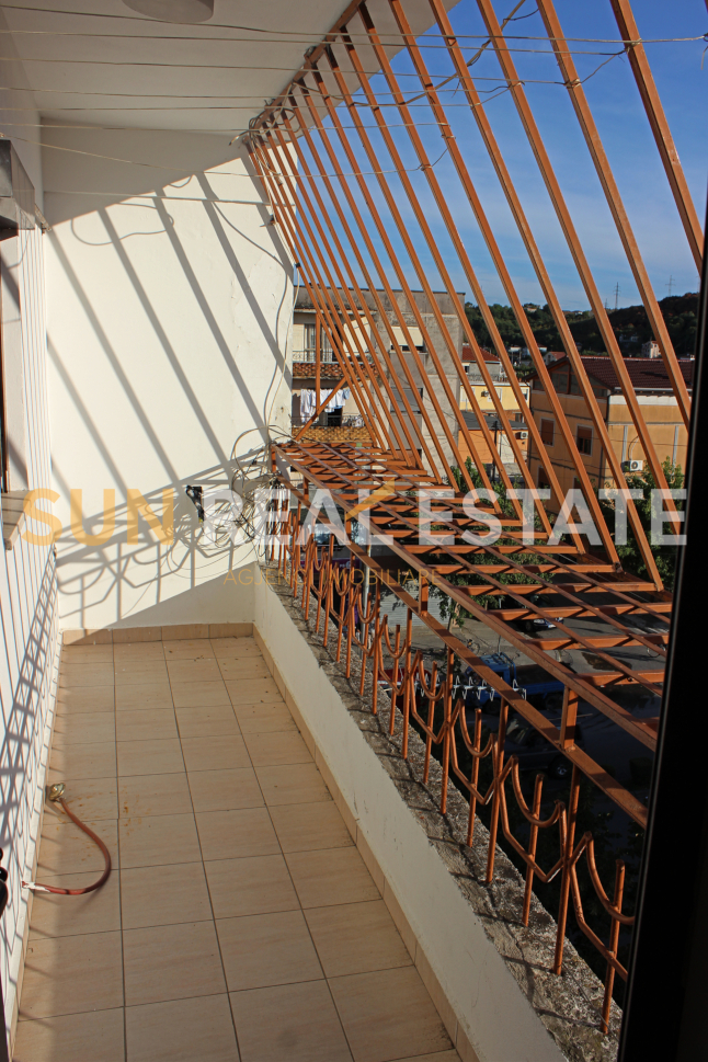OKAZION: Apartament 3+1 p�r shitje n� Perash