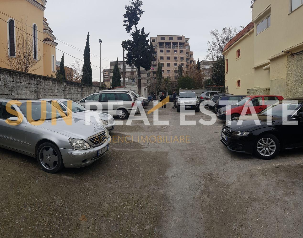 OKAZION: Parking n� shitje
