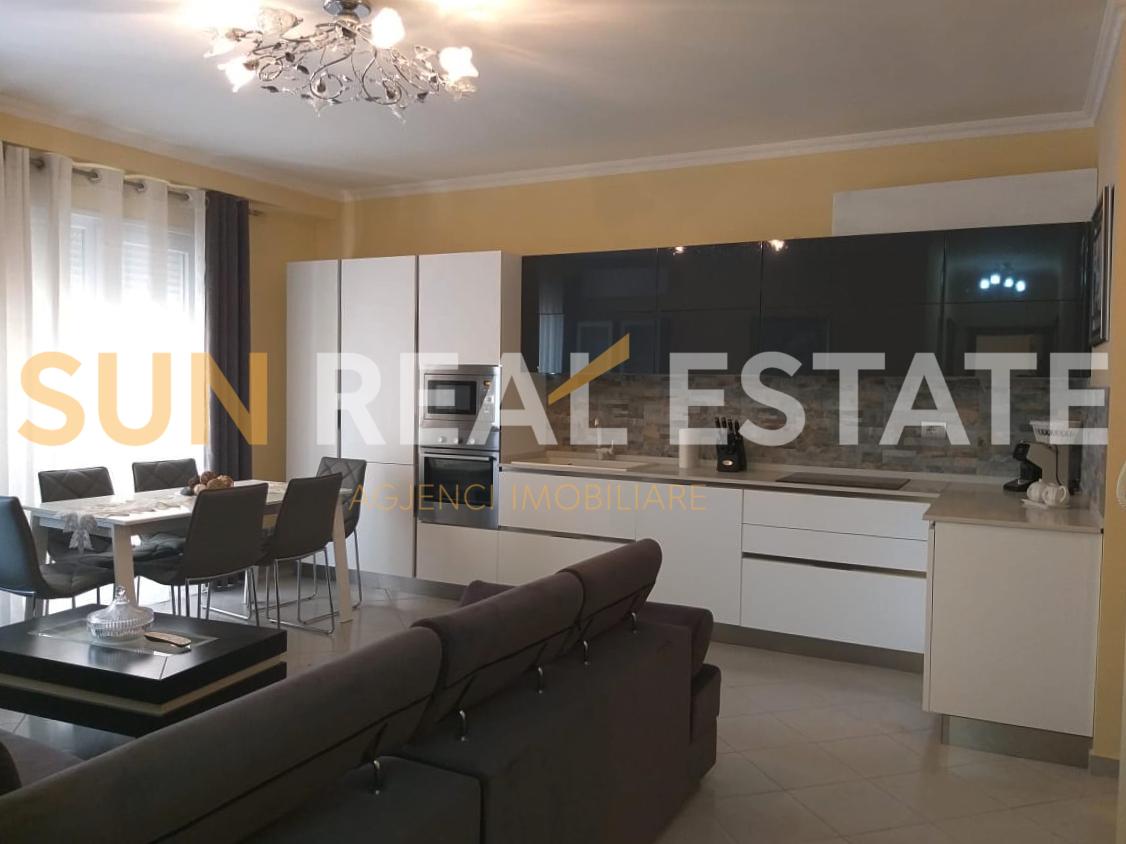 OKAZION: Apartament 2+1 n shitje tek Ura Dervishbeg